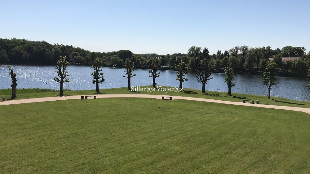 Jardines y lago en Palacio de Moritzburgo