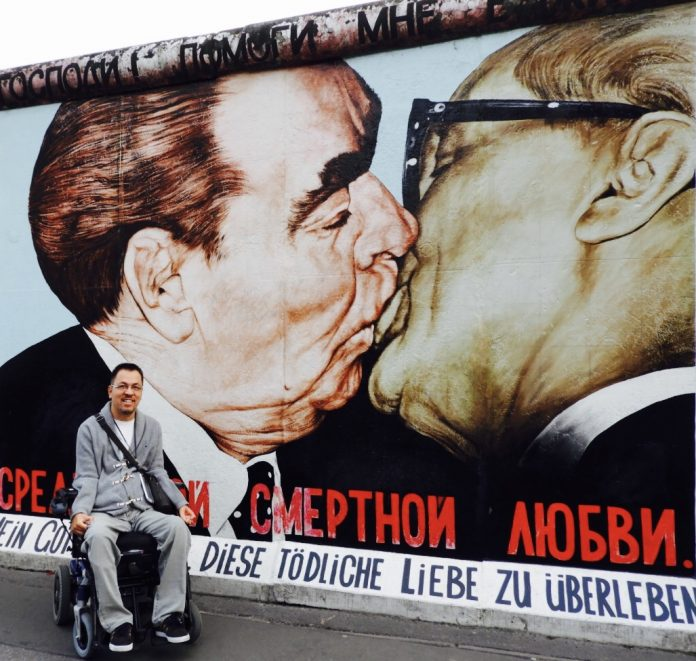 Foto en mural de Berlin