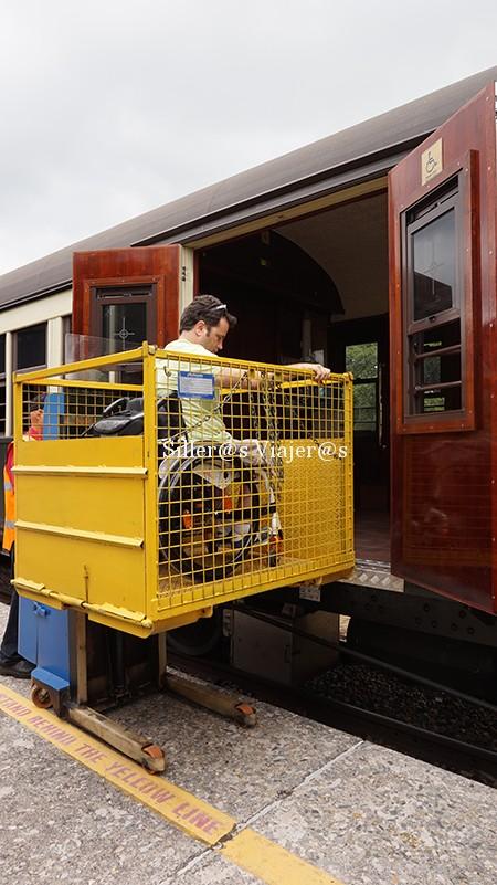 Plataforma para acceder al tren turístico