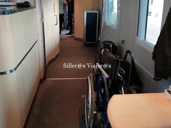 Zona reservada para usuarios en silla de ruedas en el tren
