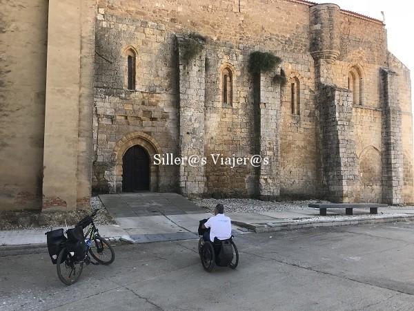 Entrada accesible a Colegiata de Santa María La Blanca de Villalcázar de Sirga