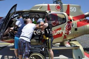 Nel accediendo al helicóptero