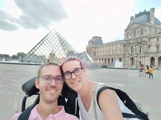 Pirámide de cristal, Museo del Louvre, París.