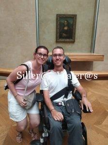 Con la Mona Lisa en el Museo del Louvre