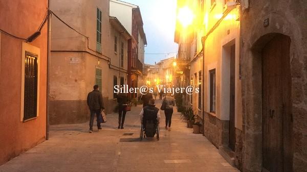 Calles peatonales con suelo enlosado en Alcudia