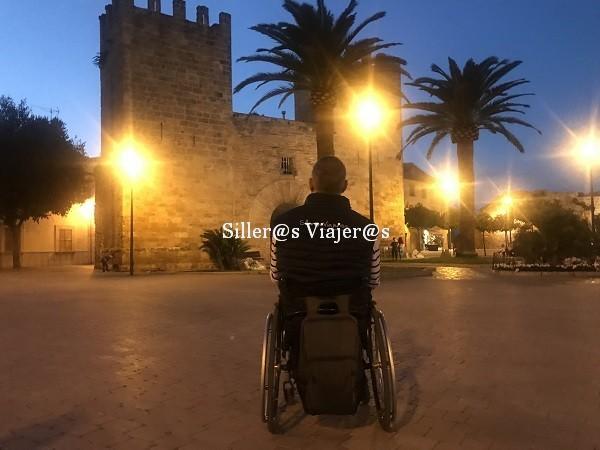Castillo de Alcudia iluminado por la noche