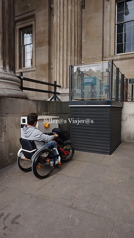 Acceso a British Museum a través de plataforma elevadora