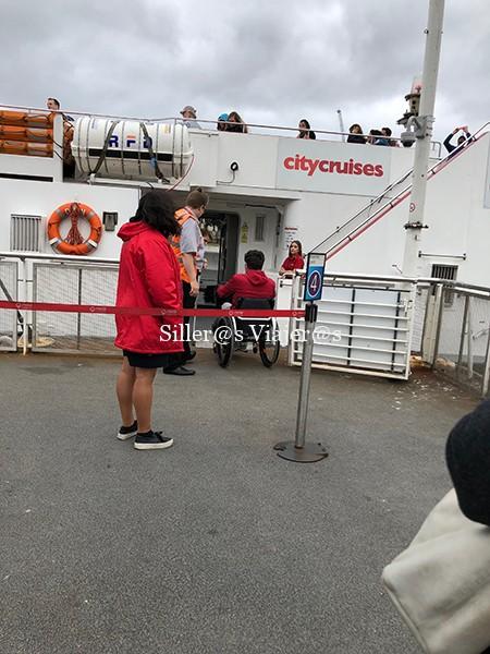 Barco accesible compañía City Cruises