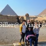 Familia en las pirámides de Guiza