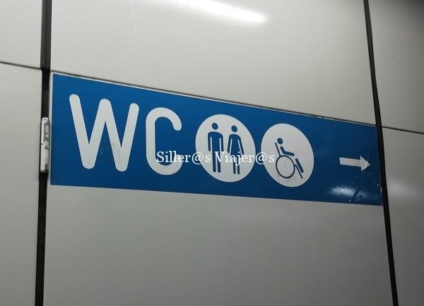 Señalización baños en el metro