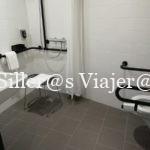 Baño adaptado del Hotel Ibis Styles Wien Messe Prater