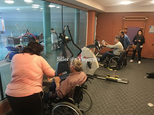 Gimnasio con actividades accesibles para usuarios en silla de ruedas