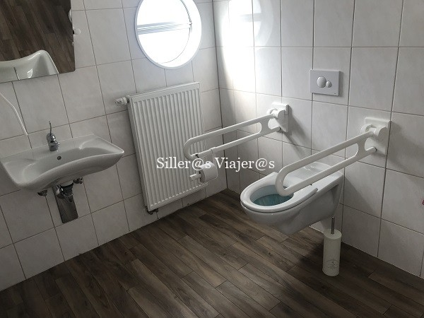 Baño adaptado del barco