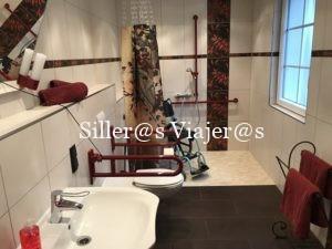 Otro de los baños adaptados de los apartamentos