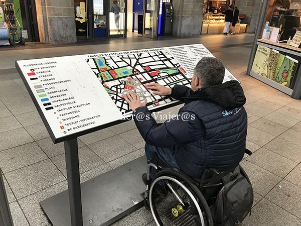Plano táctil de la ciudad de Wiesbaden.