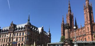 Ayuntamiento e Iglesia de Marketplatz de Wiesbaden.