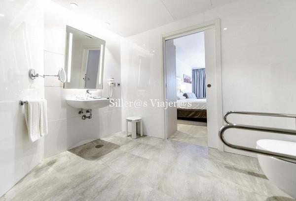 Baño adaptado de la habitación