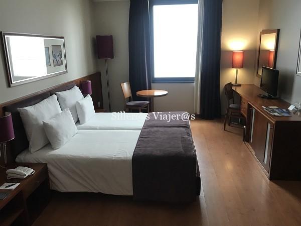 Habitación doble reservada para personas con discapacidad en Hotel Villa Galé Opera