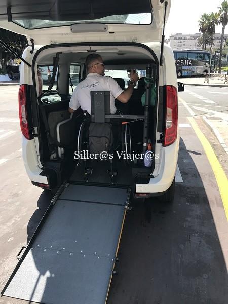 Uno de los taxis adaptados de Ceuta