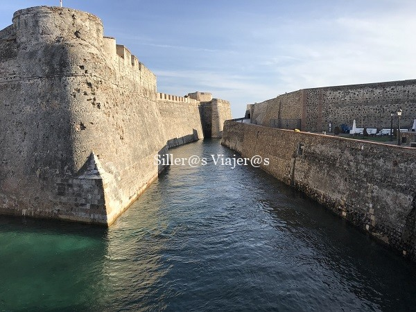 Vista de las Murallas Reales desde el Foso