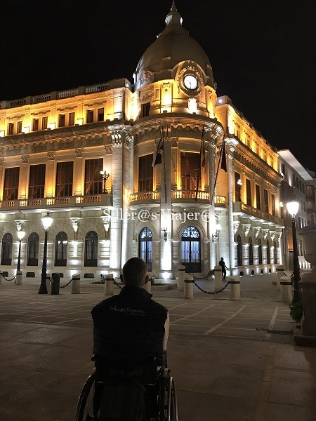 Vista nocturna del Palacio de la Asamblea