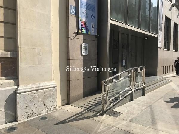Rampa exterior del edificio