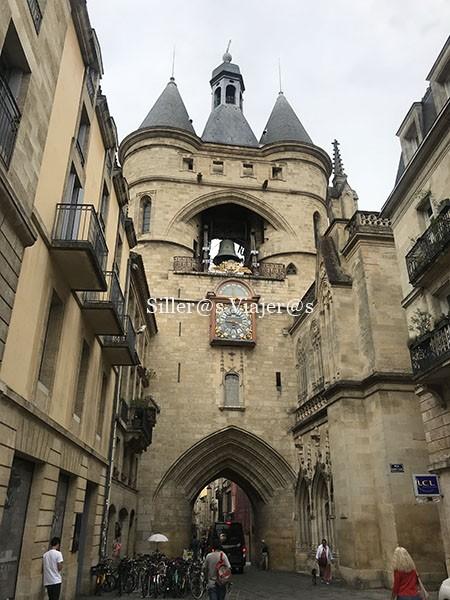Puerta de acceso casco antiguo Burdeos