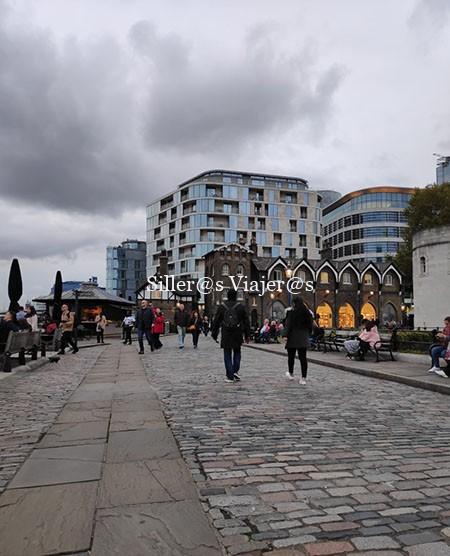 Paseo junto al Támesis a la altura de La Torre de Londres
