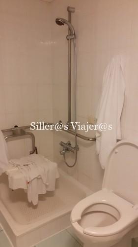 Baño de la habitación accesible del hotel