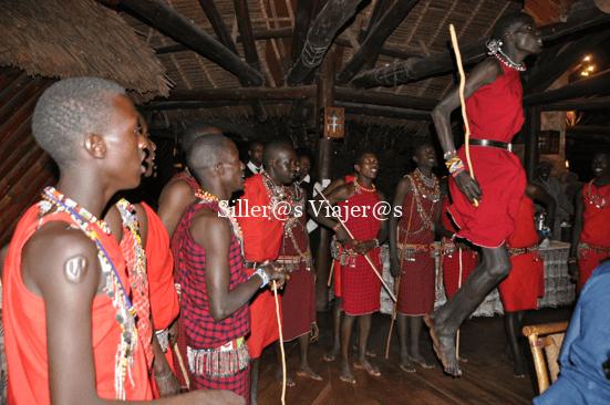 Grupo Masái realizando uno de sus típicos bailes