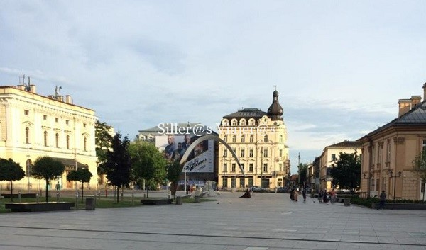Plaza donde se localiza el hotel
