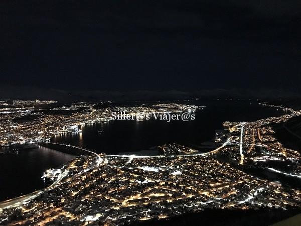 Vista aérea nocturna de Tromso