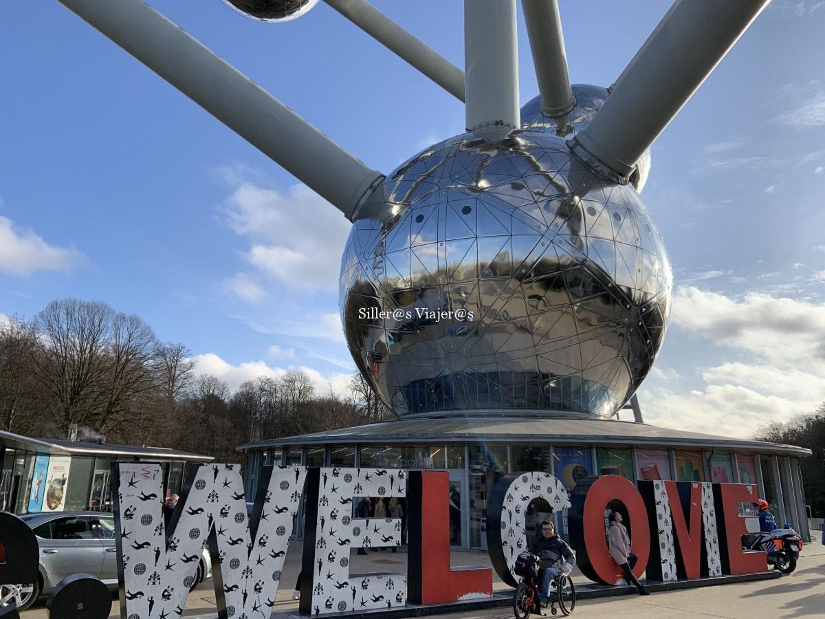 Bajo el Atomium