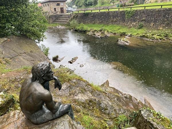 Estatua del hombre pez