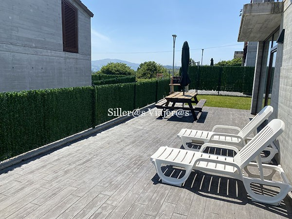Terraza y zona pic-nic en los apartamentos accesibles