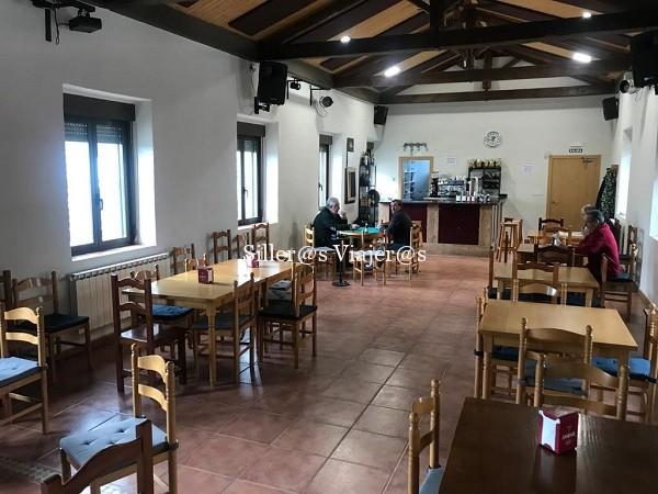 Interior del bar-salón social