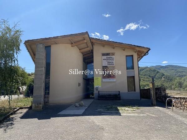 Vsita exterior del Centro de Visitantes de Sierra Cebollera