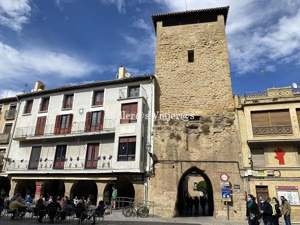 Las calles y edificios de Olite destilan historia
