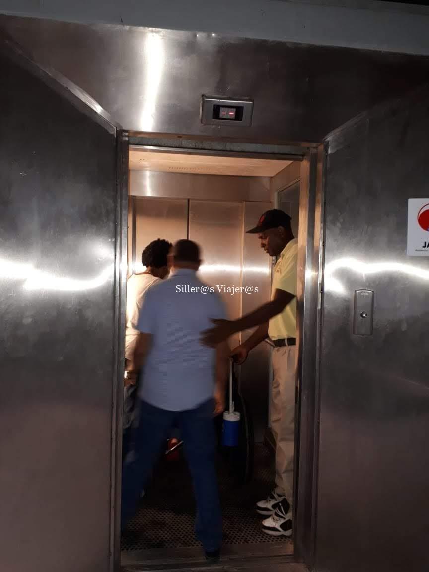 Acceso a través de ascensor