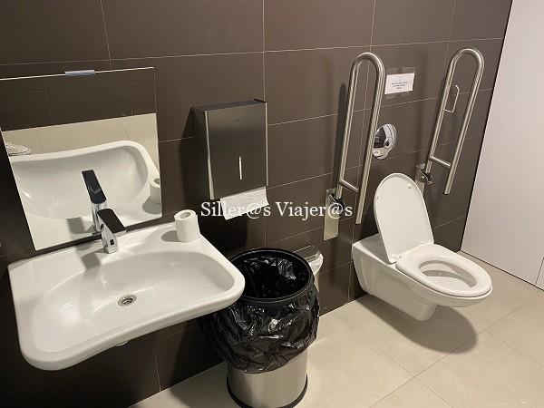 Baño accesible en el Palacio Real