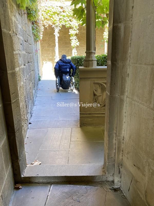 Pequeños escalones en el itinerario del castillo