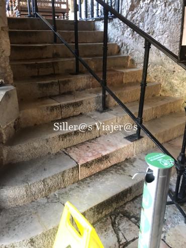 Escaleras de acceso a la Santa Cueva