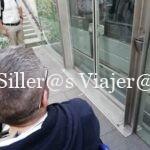 Álex junto a la entrada el funicular.