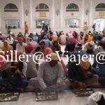 Gente comiendo en el templo