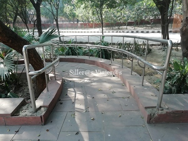 Acceso a la tumba de Gandhi