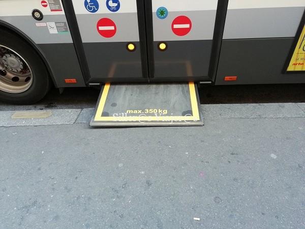 Rampa de acceso al bus