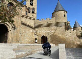 Castillo de Olite con silla de ruedas