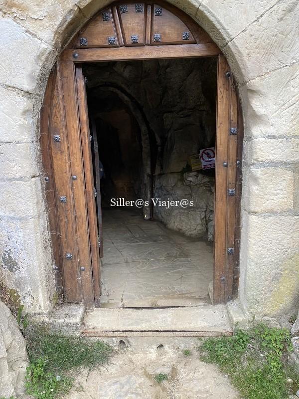 Escalón de salida de la cueva