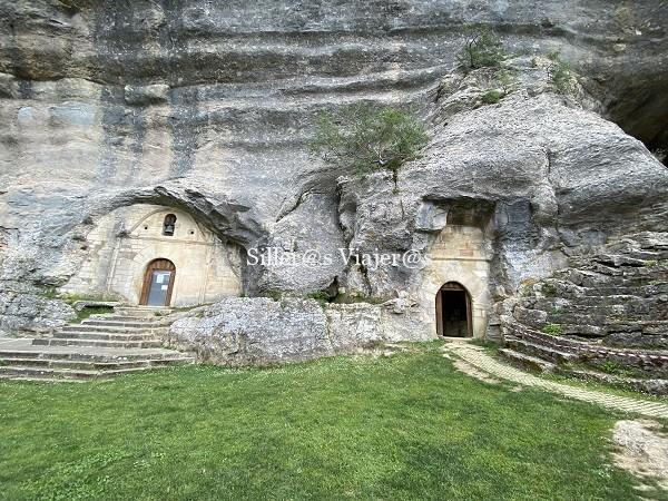 Vista exterior de la cueva ermita