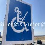 Señalización de zonas reservadas para PMR con caballero sobre silla de ruedas